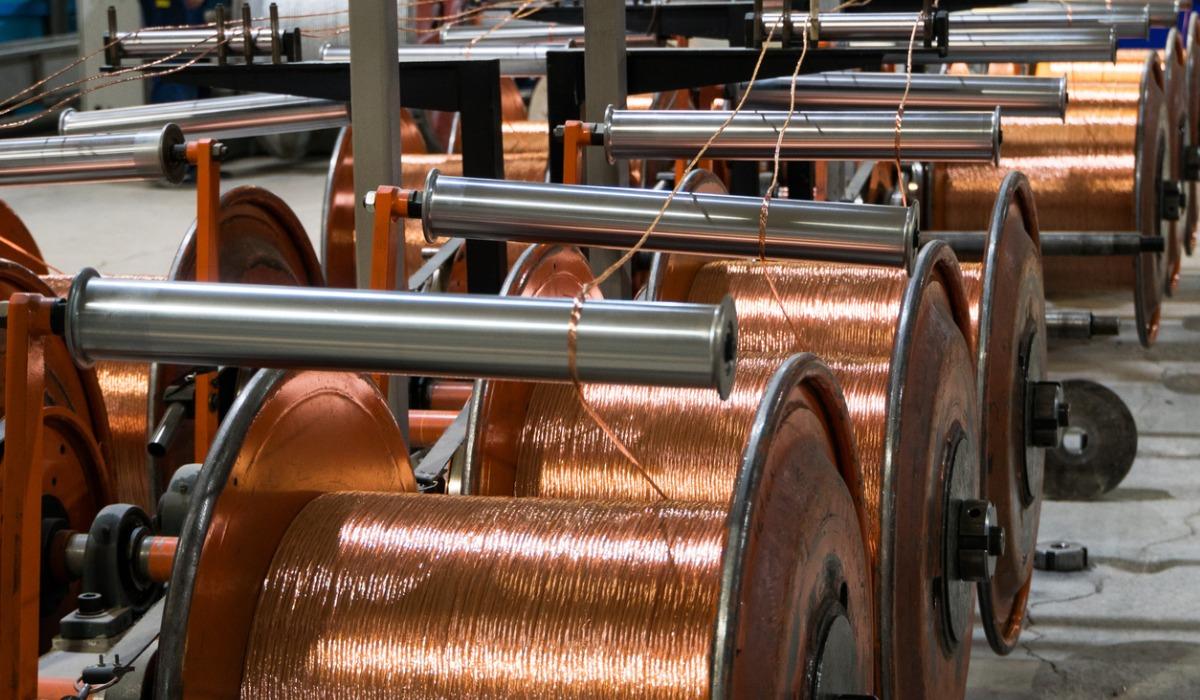 INE: Producción industrial reflejó una baja de 3,4% en febrero